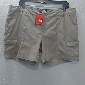 NWT The North Face Tan Cargo Shorts Size 16 Long